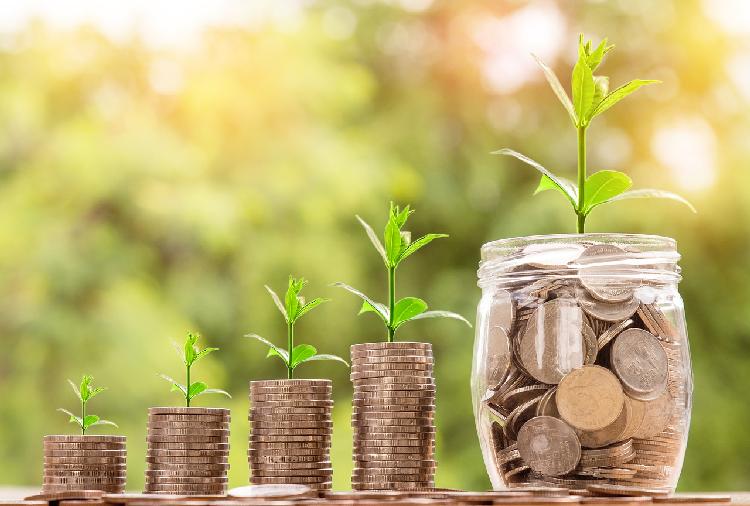 Grundeinkommen müsste im Jahr 2018 monatlich ca. 1.170 Euro betragen